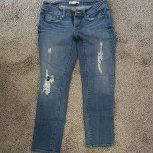 2.1 distressed ankle jean
